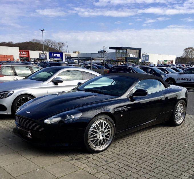 Jeres spot, Aston Martin DB9 Volante