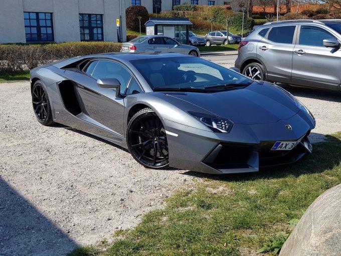 Jeres Spot, Dagens spot af en Lamborghini Aventador