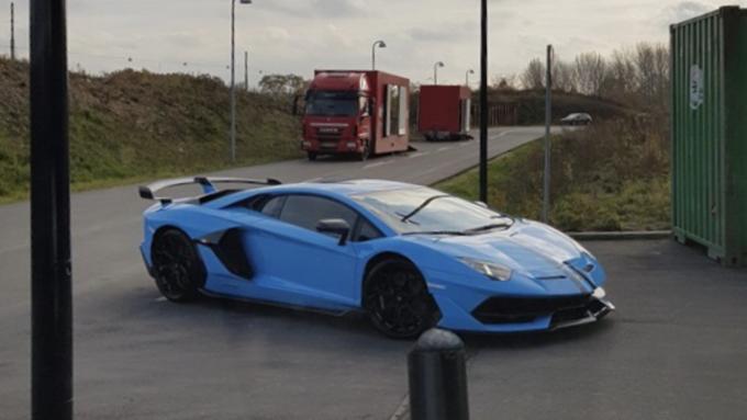 Dagens spot af en Lamborghini Avendator SVJ i Lyngby