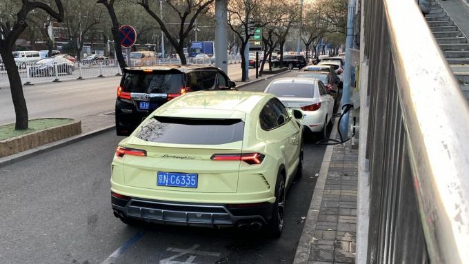 Lamborghini Urus i en meget speciel farve spottet i Kina