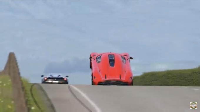 Der bliver ikke sparet på krudtet, når en Koenigsegg Regera kører race mod en LaFerrari i Skotske højland
